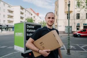 Dein Kiezbote Toni ermöglicht das nachhaltige Einkaufen. Die perfekte Alternative zur Packstation oder dem Paketshop. Bestellungen zusammenfassen und Sendungsverfolgung ersparen.